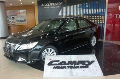 Ra mt xe Toyota Camry hon ton mi